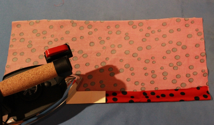 Hemming knits with a coverstitch tutorial by Sew Maris